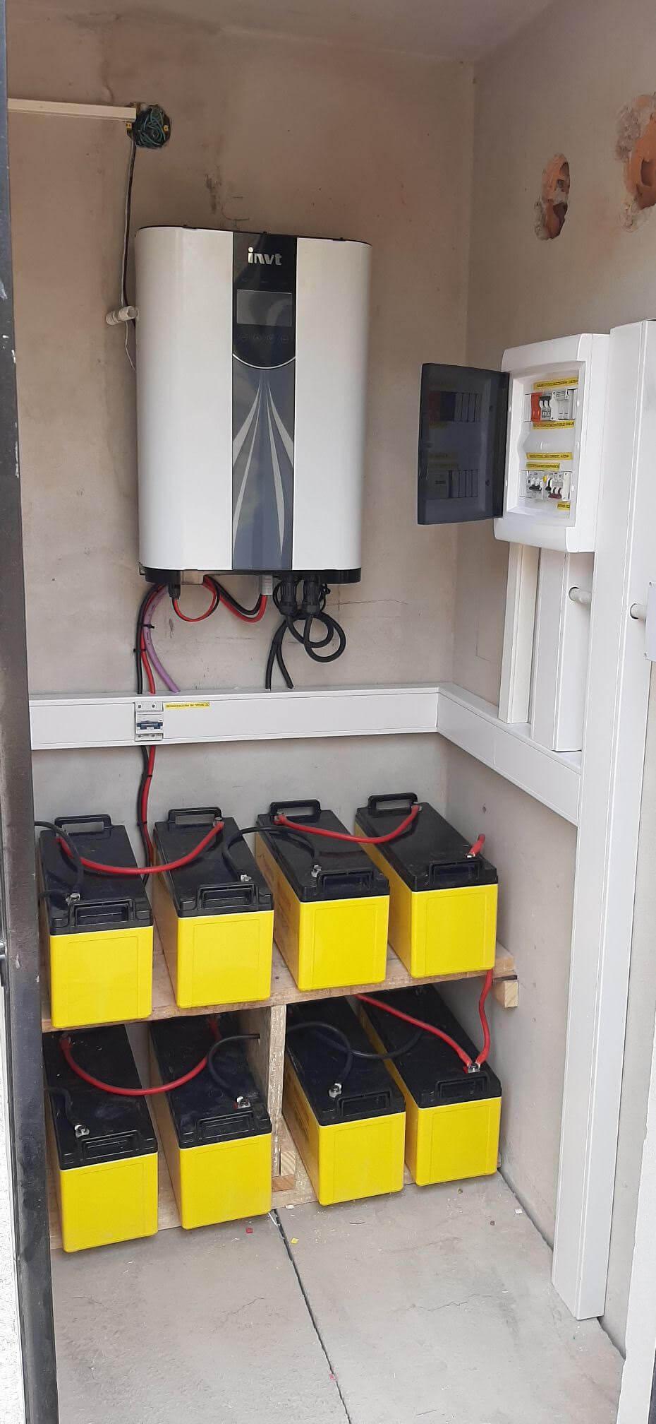 Sistema Fotovoltaico Hibrido y Banco de Baterías